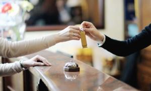 Vì sao check-in, check-out khách sạn vào buổi trưa?