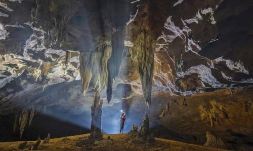 Bên trong hang động hàng triệu năm tuổi
