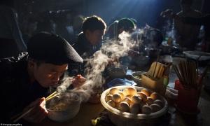 Ảnh chụp bữa sáng ở chợ phiên Hà Giang đạt giải quốc tế