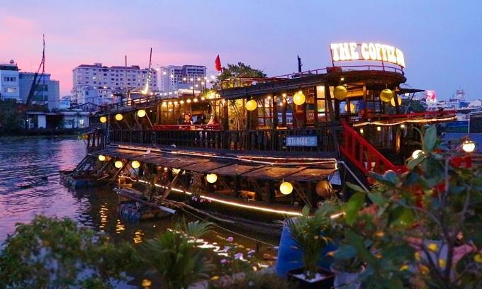 Ngồi cà phê thuyền, ngắm Sài Gòn đêm