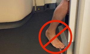 Vì sao không nên đi chân trần trong toilet máy bay?