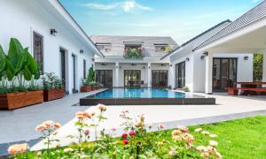 Khách Hà Nội chật vật đặt villa nghỉ dưỡng