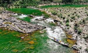 Vượt sông Long Đại và thác Tam Lu ở Quảng Bình