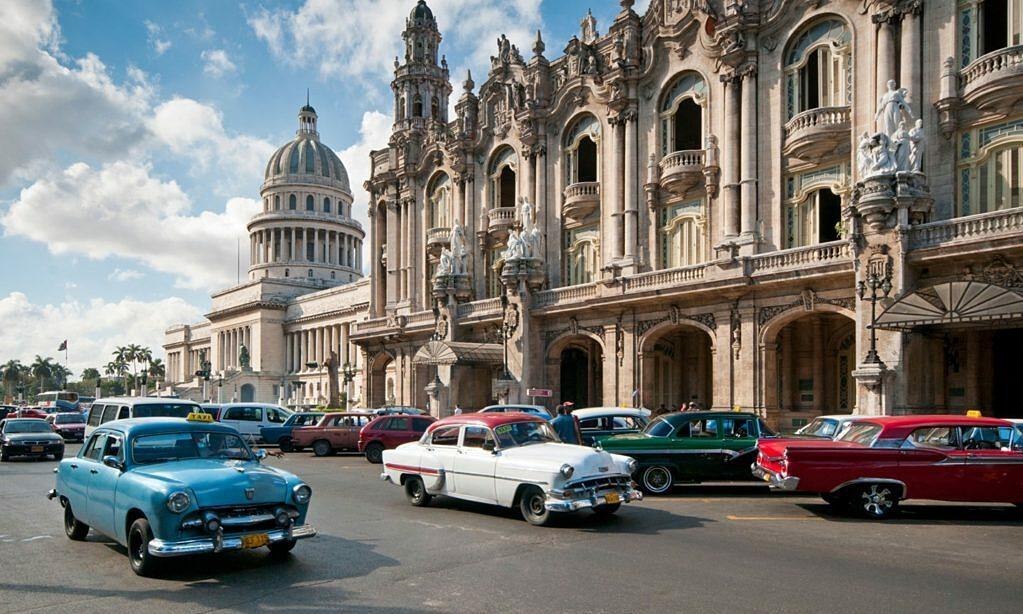Cuba đón khách quốc tế vào tháng 11
