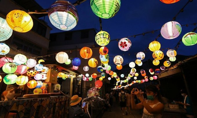 Ngôi làng treo 2.500 đèn lồng mùa Trung Thu