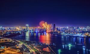 Những độc giả đầu tiên nhận quà khảo sát du lịch Đà Nẵng
