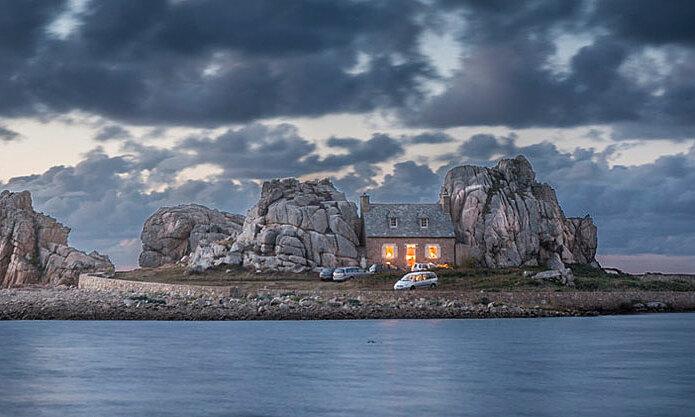 Ngôi nhà nghỉ dưỡng kẹp giữa hai tảng đá