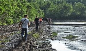 Một ngày khám phá ấp làm muối ở ngoại ô TP HCM